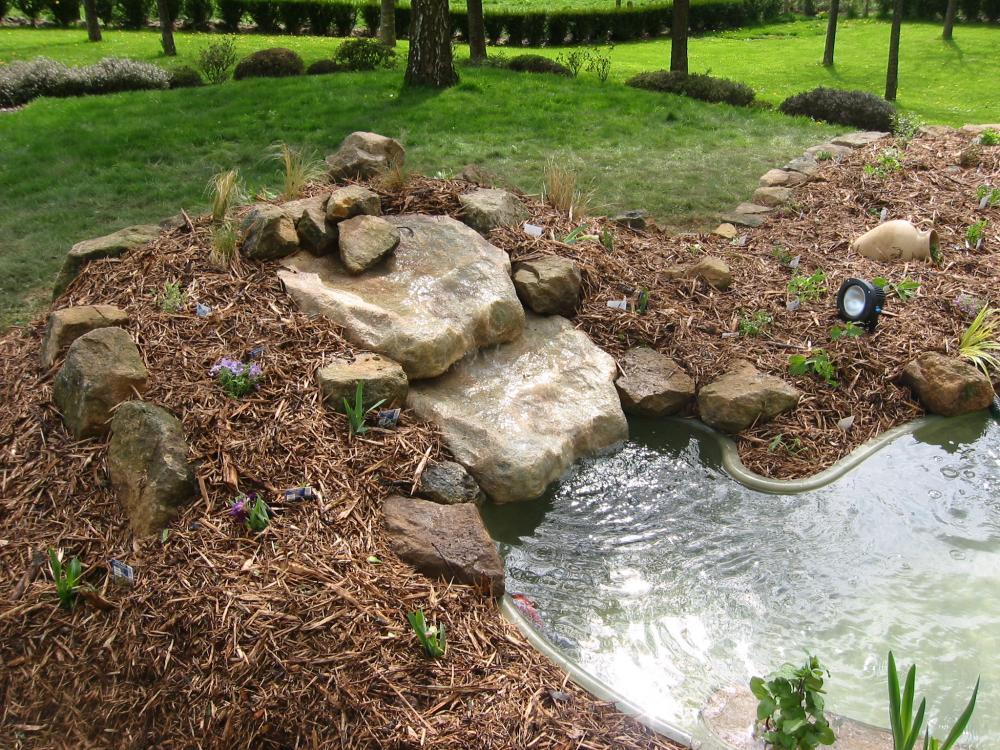 petite pierre de cascade pierre cascade cascades bassins bassin aquatique. Black Bedroom Furniture Sets. Home Design Ideas
