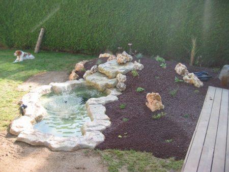 Pierre de cascade et petit bassin