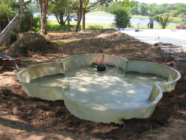Bassin sur mesure - service bassin aquatique en polyester pour jardin